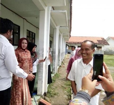 Anggota DPR RI PPP Meninjau Langsung Sekolah Yang Roboh.