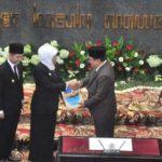 Serah Terima Jabatan, Khofifah Sah Menjadi Gubernur Baru Jatim